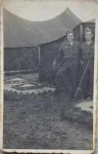 Mój dziadek (z lewej) z kolegą w SP.