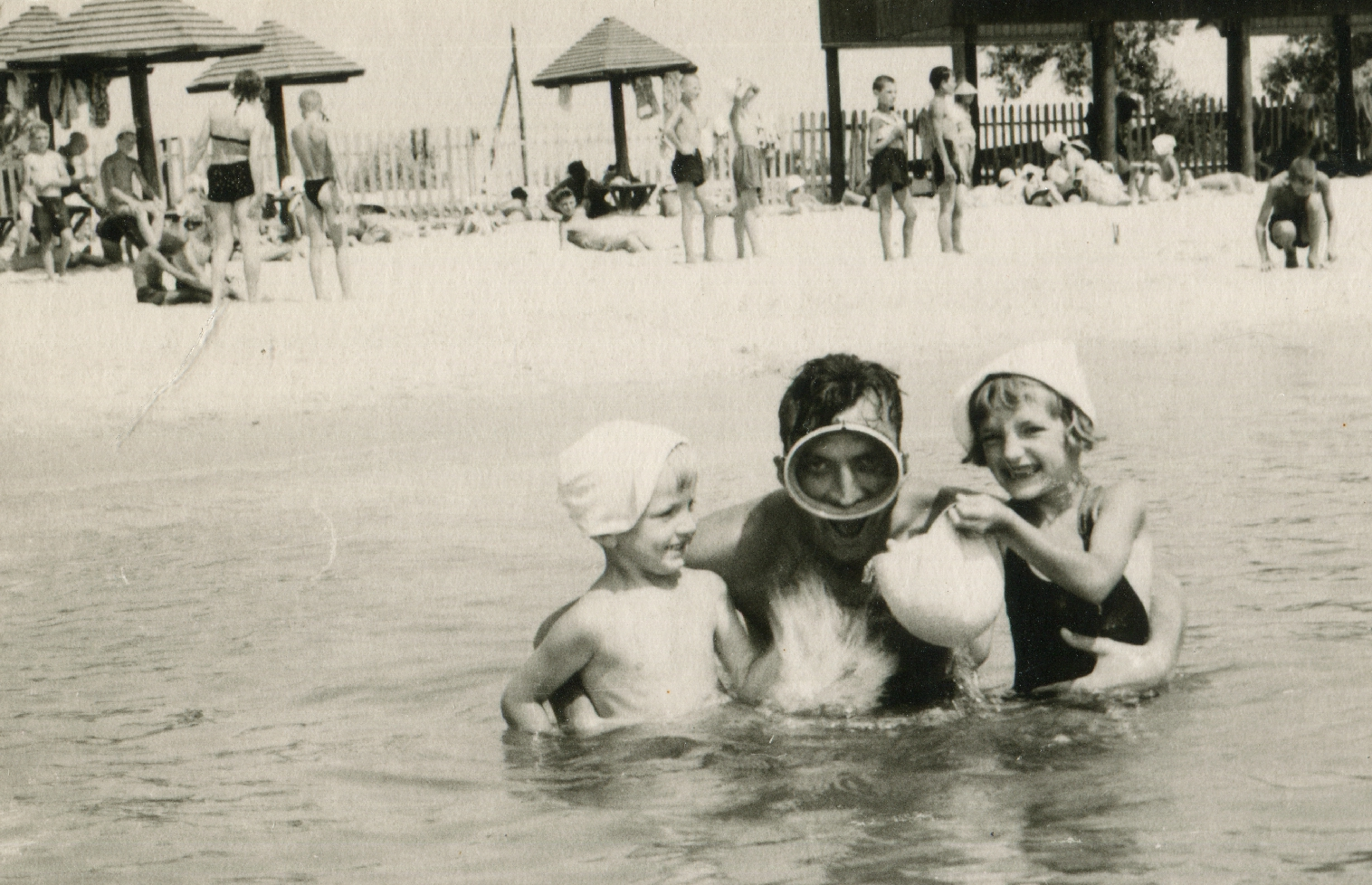 Stepan Horechyi with his children on vacation in the vicinity of Odessa. The 2nd half of the 1960s.