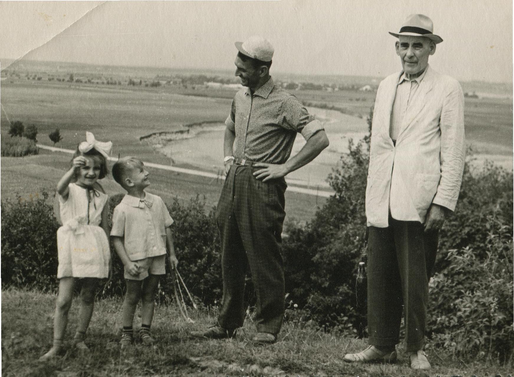 Степан Горечий з дітьми й тестем, 1960-ті рр.