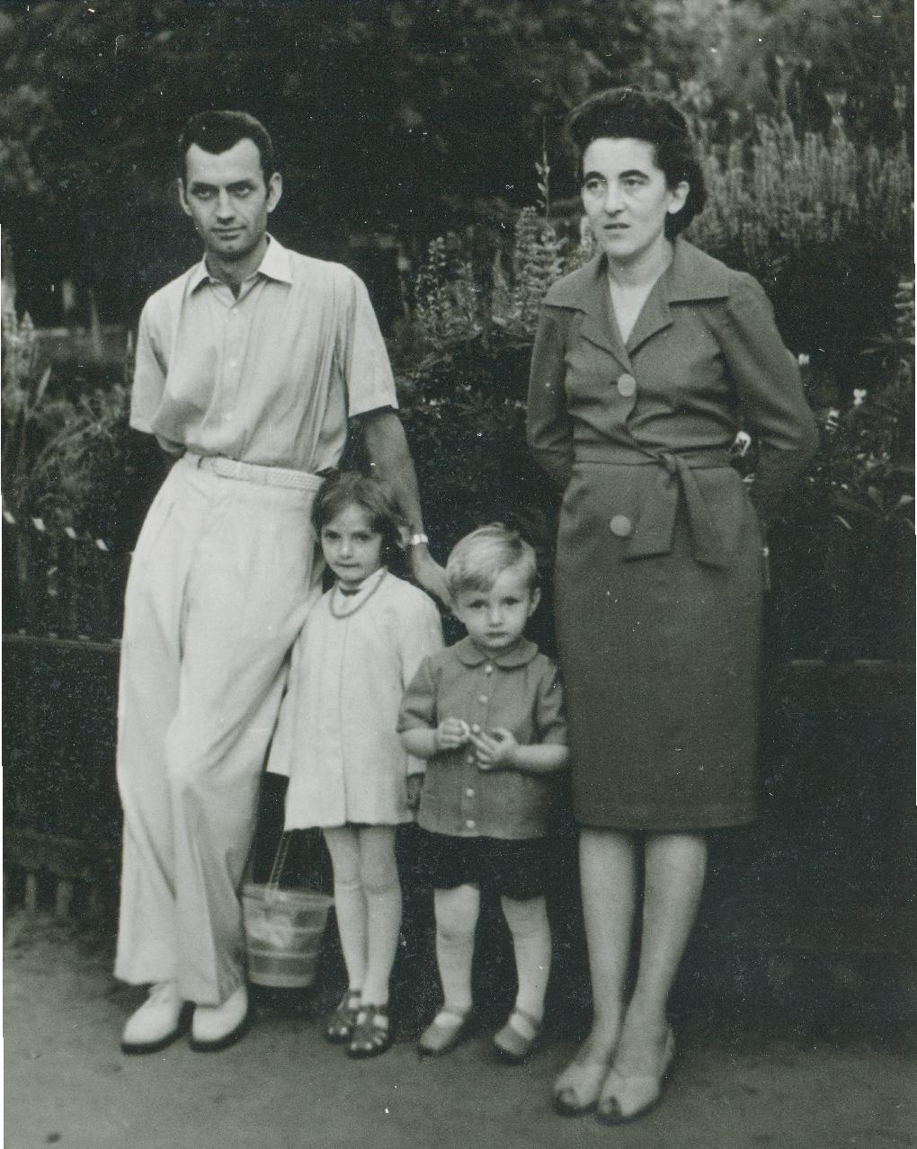 Степан та Зиновія Горечі з дітьми, м. Жидачів, 1-а пол. 1960-х рр.
